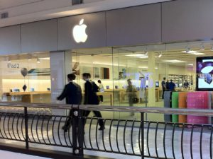 First Apple Store - deals in retail